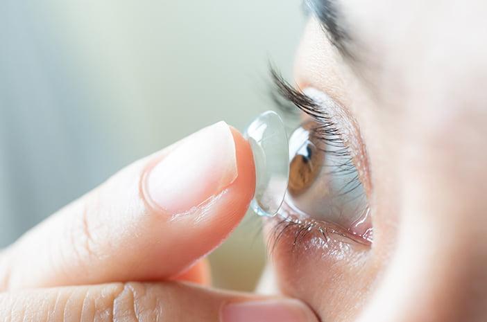 Tips Melindungi Penglihatan Anda dari Infeksi Akibat Menggunakan Lensa Kontak