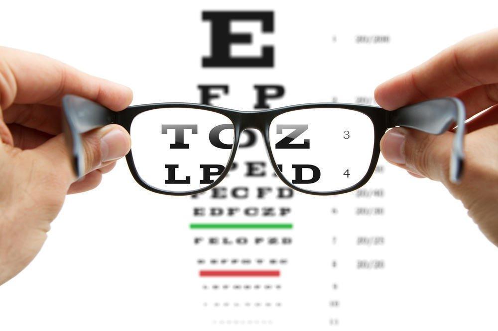 3 Cara Mudah Membersihkan Lensa Kacamata