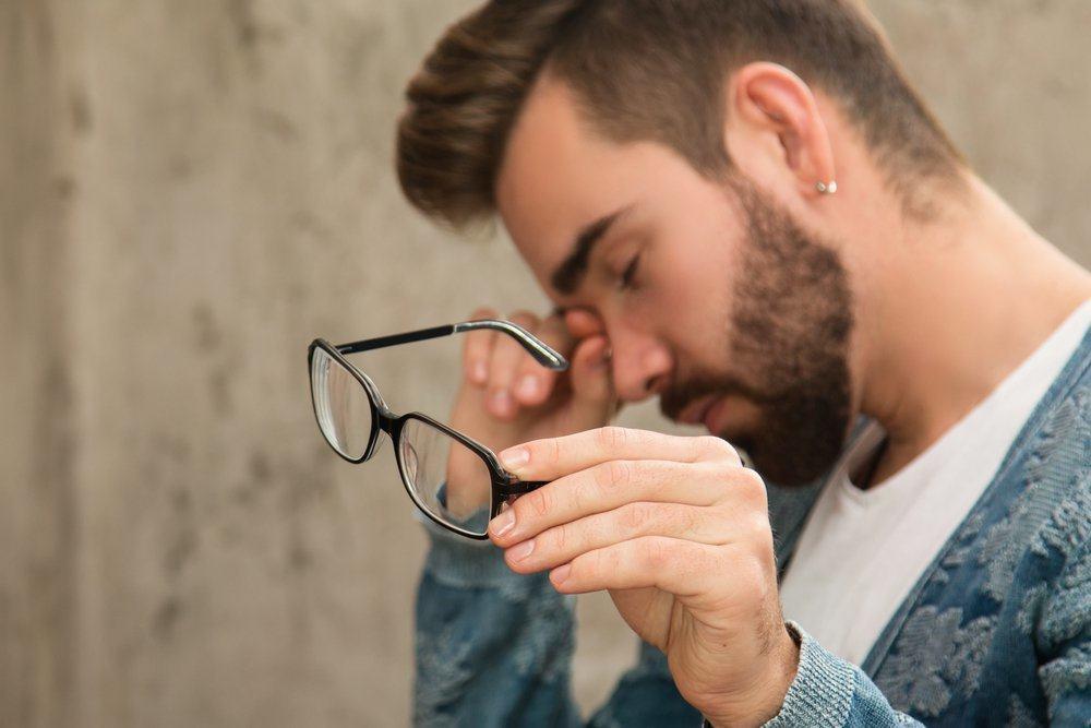 4 Gangguan yang Terjadi Akibat Sering Mengucek Mata