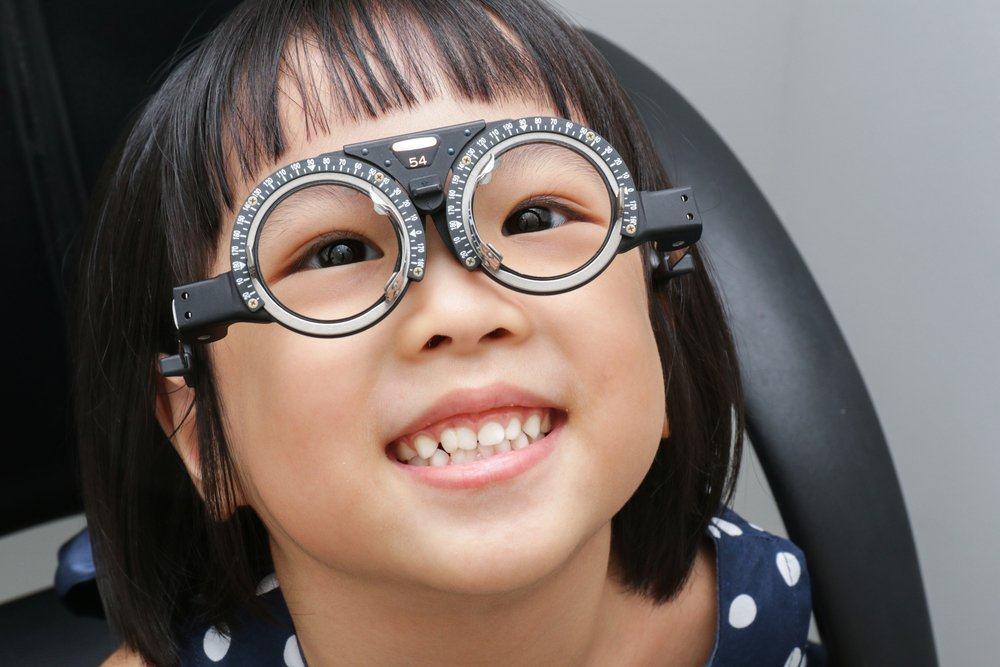 9 Nasihat Orangtua Tentang Kesehatan Mata yang Ternyata Salah Total
