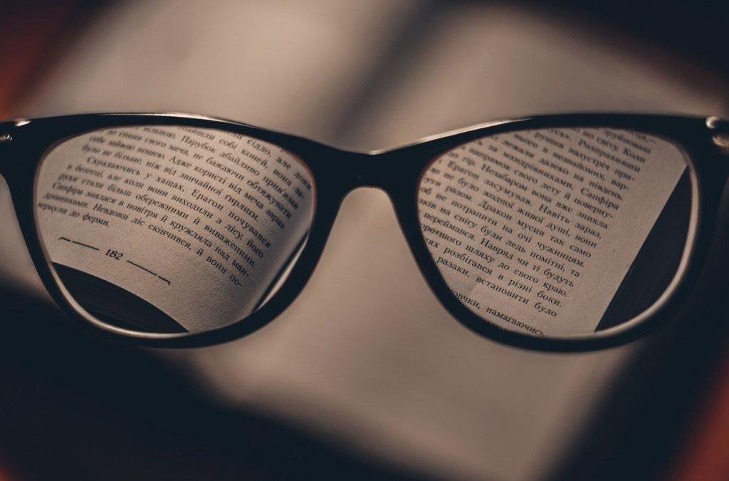 Kacamata vs Lensa Kontak, Mana yang Cocok untuk Anda?