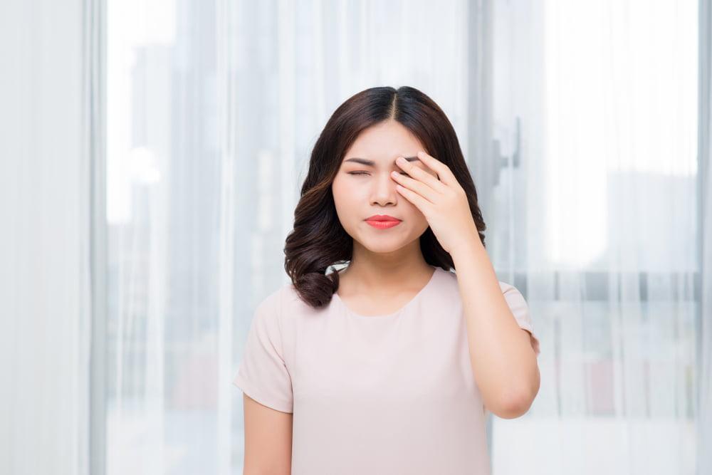 6 Cara Mengatasi Mata yang Perih dan Terasa Panas Berdasarkan Penyebabnya