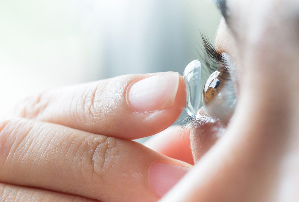 Takut Alami Infeksi Mata Karena Pakai Softlens? Yuk, Hindari Dengan 4 Cara Ini