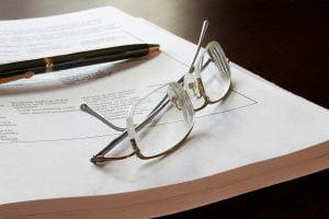 Apakah Harus Menggunakan Kacamata Seterusnya Jika Memiliki Mata Minus Atau Silinder?