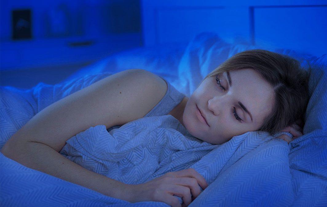 Bahayakah Menggunakan Lensa Kontak Saat Tidur?