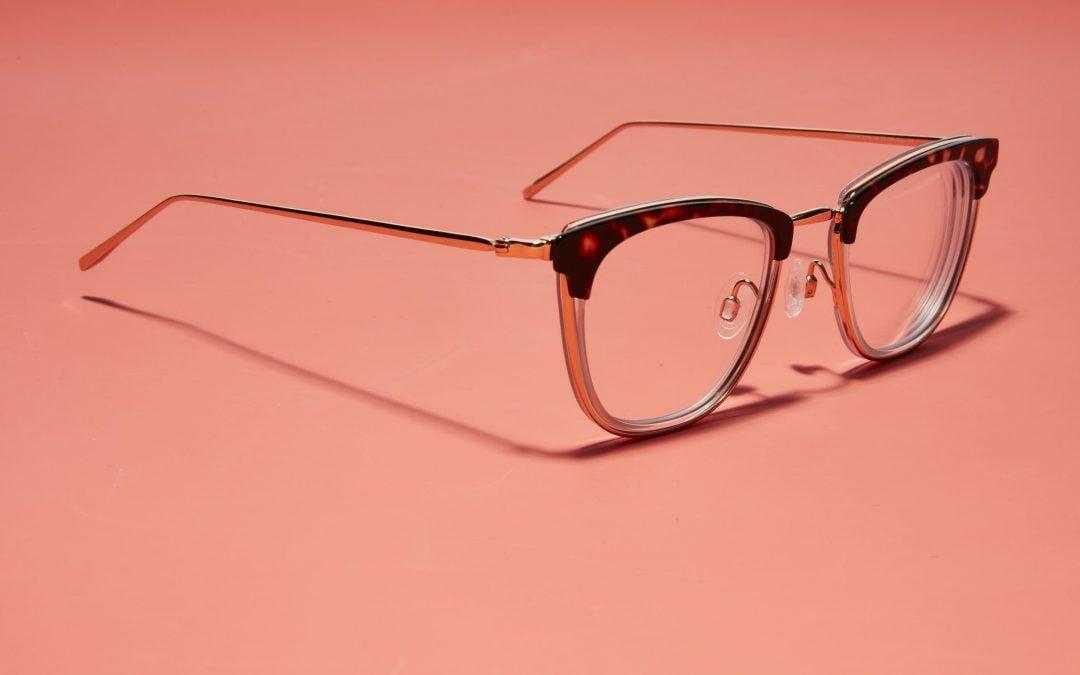 Cara Menggunakan Kacamata Agar Tidak Cepat Rusak