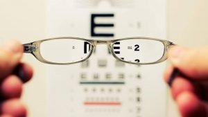 Mengapa Rasanya Pusing Saat Menggunakan Kacamata Pertama Kali