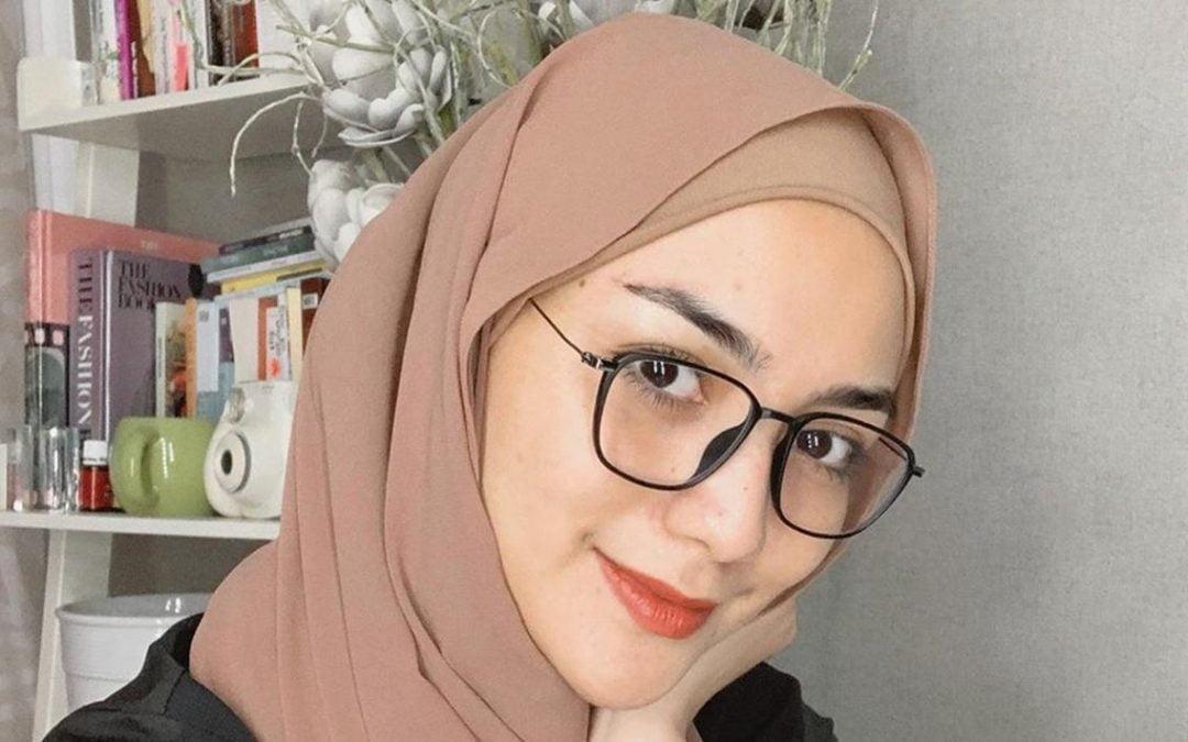 Tips Memilih Kacamata untuk yang Menggunakan Hijab