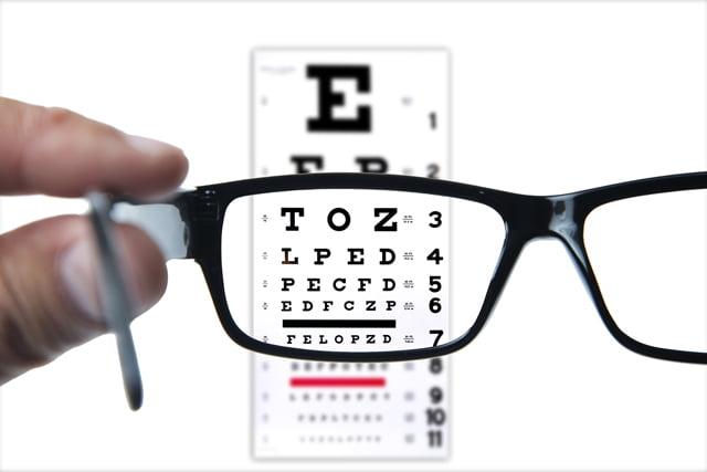 Pelajari Terapi Mata Minus untuk Masalah Penglihatan yang Buram