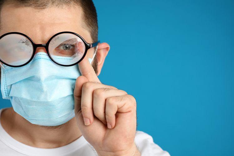 Tips Kacamata Berembun Ketika Memakai Masker di Masa Pandemi