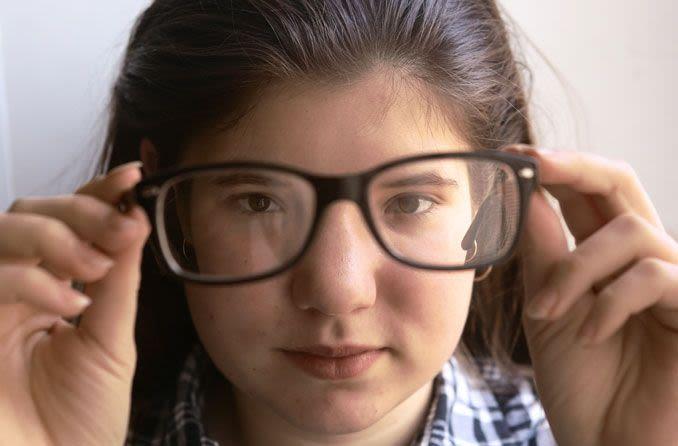 Pelajari dengan Baik Mata Minus dan Manfaat Terapi Mata Minus