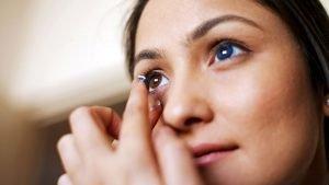Cara Menentukan Lensa Kontak yang Cocok (Kadar Air Tinggi Vs Kadar Air Rendah)