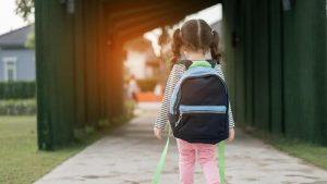 Penyebab Anak Kecil Melihat Objek Kepalanya Suka Dimiringin