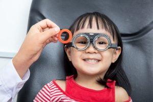 Kenali Ciri Ciri Mata Minus Pada Anak