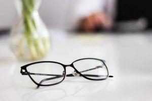 Udah Pakai Kacamata Tapi Minus Tetap Naik Terus? Mengapa Bisa Terjadi?