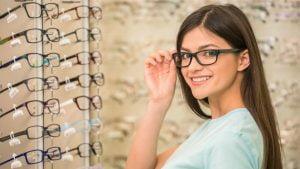 Cegah Mata Minus Bertambah Parah dengan Terapi Mata Minus